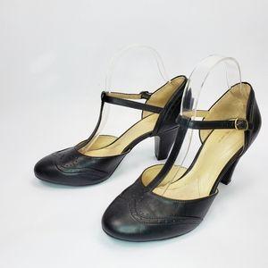 Naturalizer Borrow N5 Comfort t- strap heels 9M